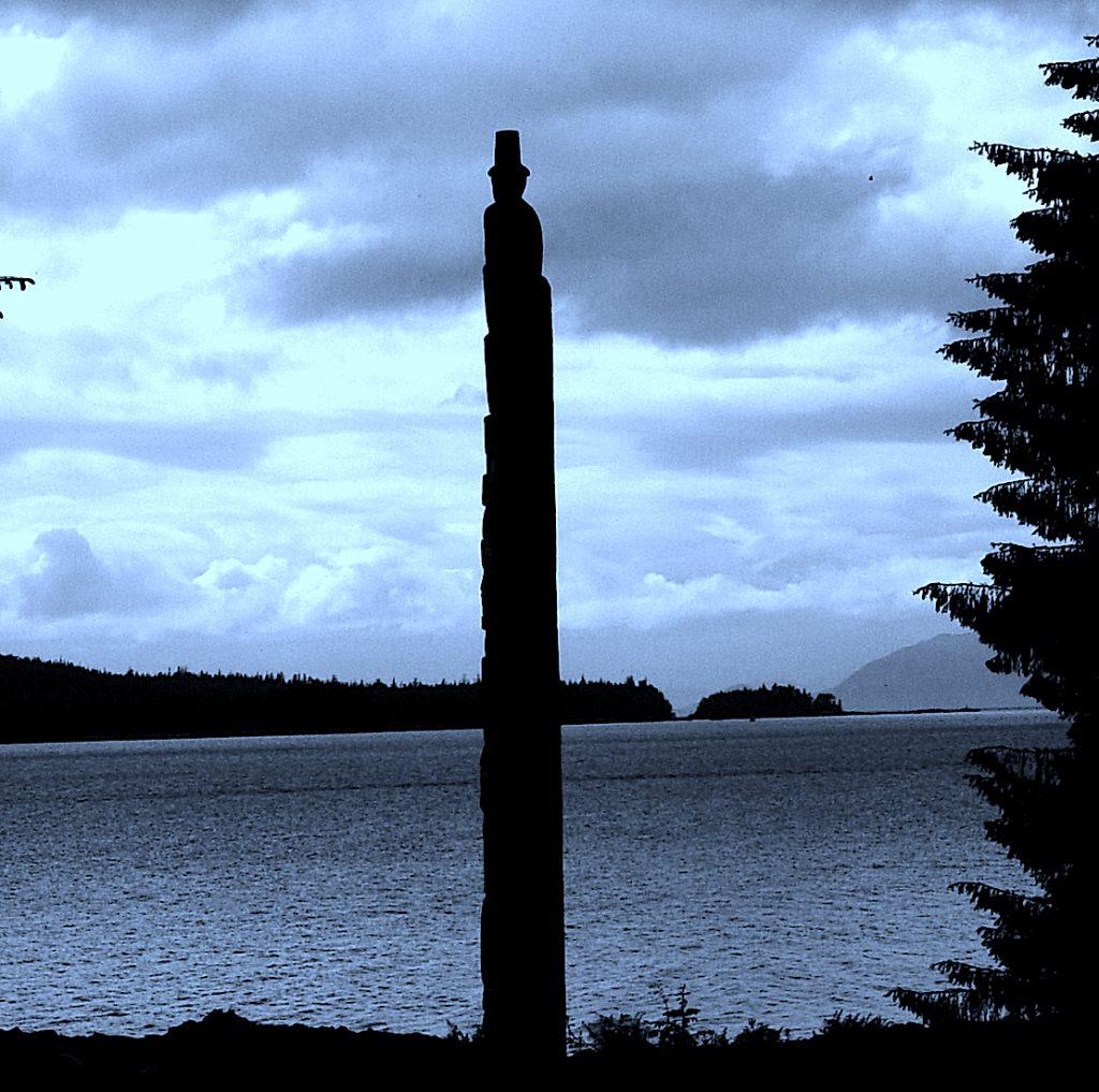 Totem Pole {The story of modern social media?} |The Story Edit
